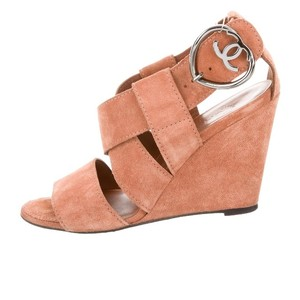 Chanel Camel/Tan Wedges