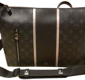 359bc9dcf7af Louis Vuitton x Fragment Cross Body Bag. Louis Vuitton x Fragment Apollo  Messenger ...