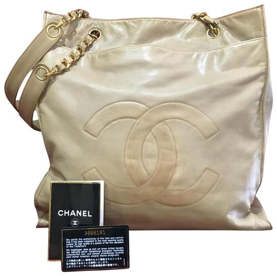 Preload https://img-static.tradesy.com/item/22755477/chanel-large-tan-lambskin-leather-tote-0-1-540-540.jpg