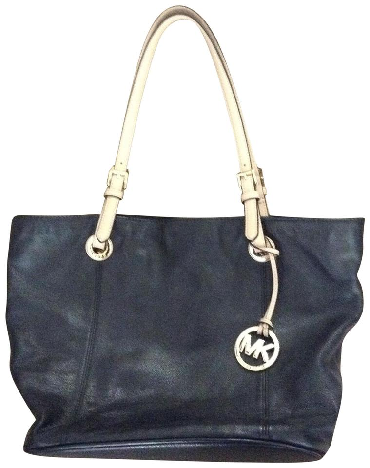 3d8df3576789 ... australia michael kors leather soft leather tote in black 9822a 903b3