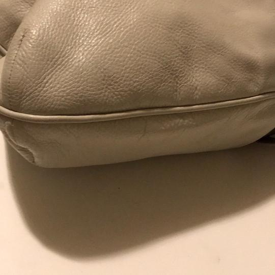 Marc by Marc Jacobs Satchel in taupe & beige Image 4
