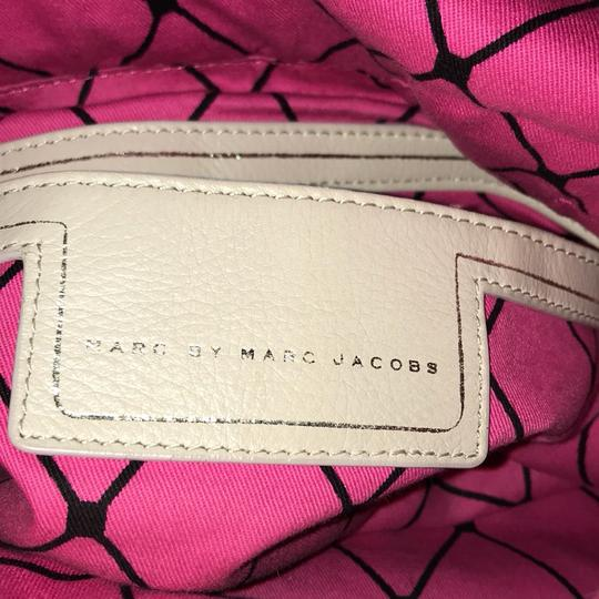 Marc by Marc Jacobs Satchel in taupe & beige Image 7