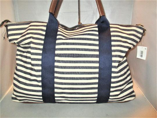 Tommy Hilfiger Next Day Shipping Navy / Natural Travel Bag Image 10