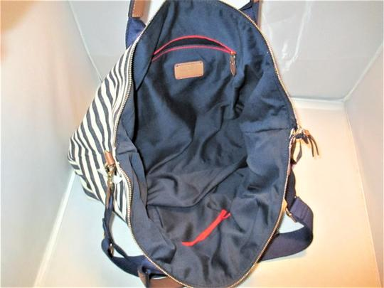Tommy Hilfiger Next Day Shipping Navy / Natural Travel Bag Image 7