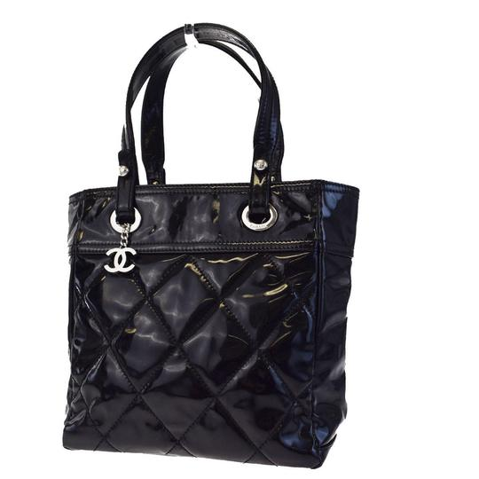 Preload https://img-static.tradesy.com/item/22759650/chanel-biarritz-cc-paris-quilted-shoulder-81ec754-black-patent-leather-satchel-0-0-540-540.jpg