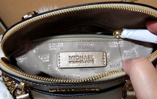 Michael Kors Satchel in gold Image 6