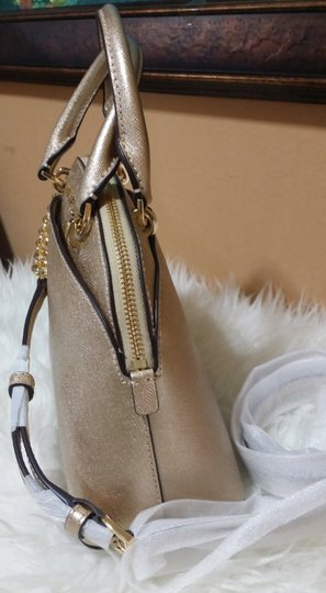 Michael Kors Satchel in gold Image 8