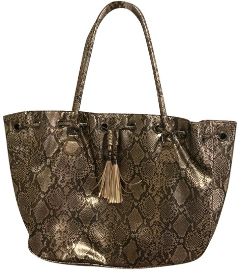 Preload https://img-static.tradesy.com/item/22762266/new-york-and-company-gold-bronze-snakeskin-tote-0-1-540-540.jpg