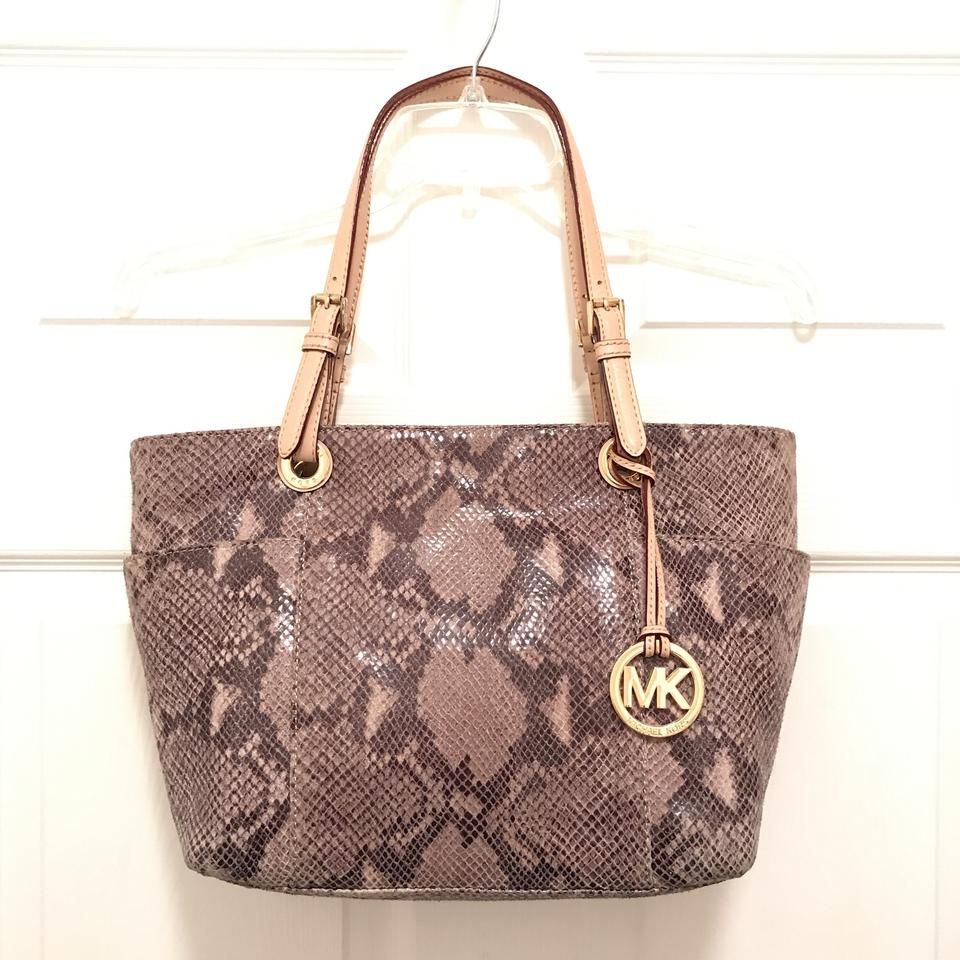 6d4fa18a1c1b1e Michael Kors Purse Handbag Shoulder Leather Weekend/Travel Tote in Grey  Multi Image 0 ...