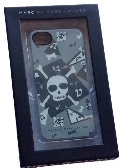 Preload https://item1.tradesy.com/images/marc-jacobs-marc-jacobs-gray-black-white-iphone-5-case-2277035-0-0.jpg?width=440&height=440