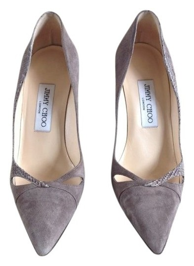 Preload https://item2.tradesy.com/images/jimmy-choo-taupe-grey-pumps-size-us-7-regular-m-b-22776-0-0.jpg?width=440&height=440