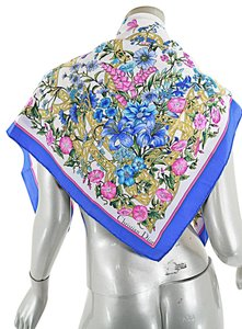 Dior CHRISTIAN DIOR Off White Background w/pink blue green yellow flowers