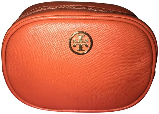 Preload https://img-static.tradesy.com/item/22778415/tory-burch-orange-cosmetic-bag-0-1-540-540.jpg