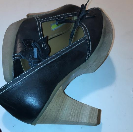 Manas Design charcoal Platforms Image 11
