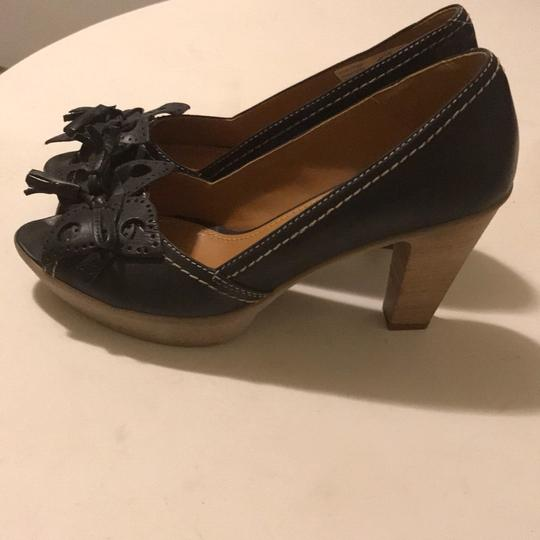 Manas Design charcoal Platforms Image 2