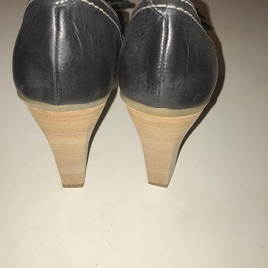 Manas Design charcoal Platforms Image 5