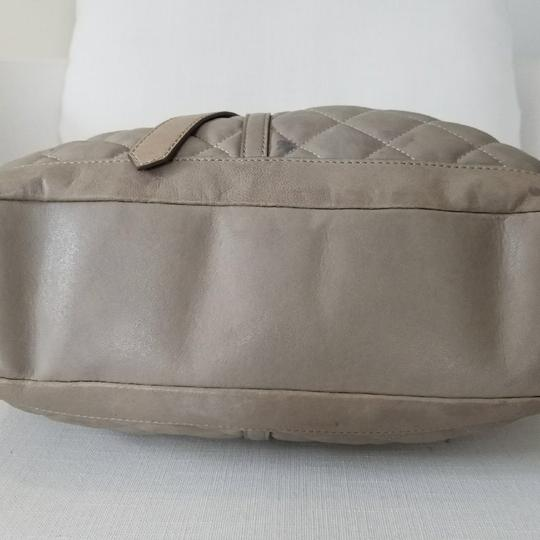 Burberry Satchel in gray taupe Image 2
