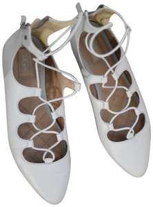 UGG Australia Leather Lace Up Pointed Toe Light Gray Flats