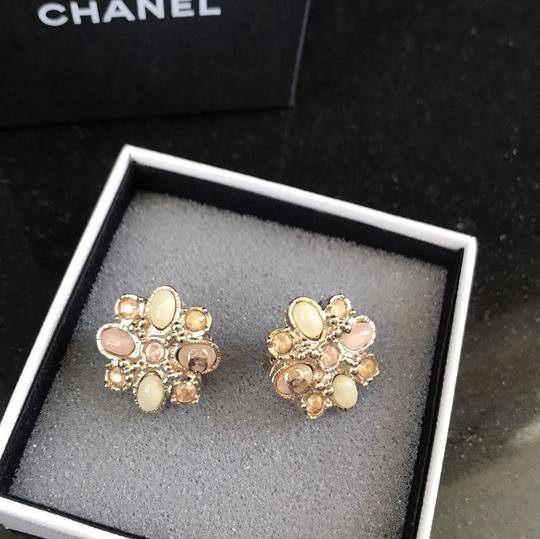 Chanel clip on costumes jeweled earrings baby pink Image 5