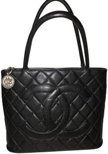 Chanel Medallion Caviar Leather 2.55 Silver Shoulder Bag