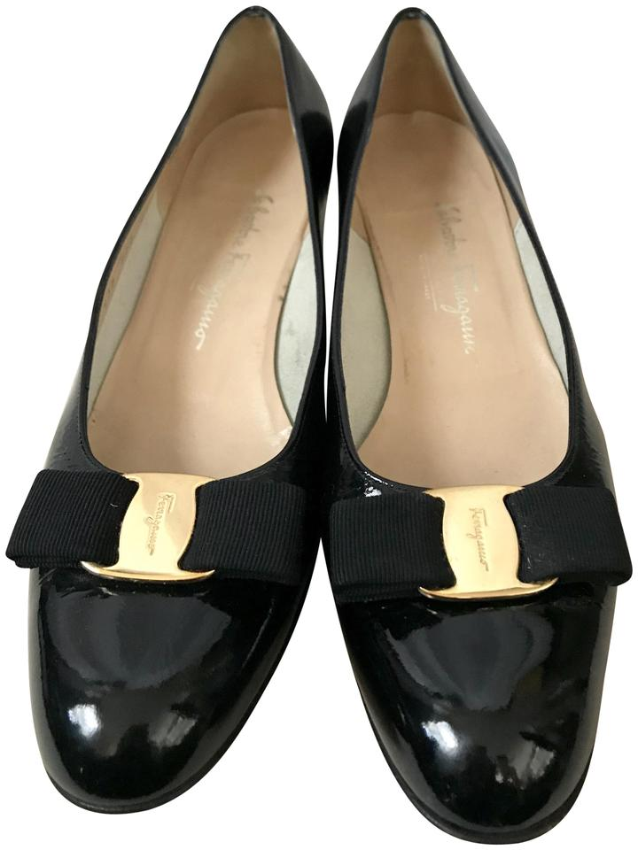 Salvatore Black Ferragamo Black Salvatore Vara Shiny Leather Pumps 4b51e0