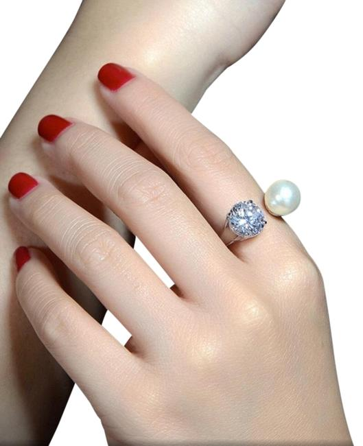 Item - Silver Pearl and Crystal Adjustable Free Ring