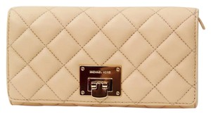 Michael Kors QUILTED NUDE CLUTCH WALLET WITH TAGS