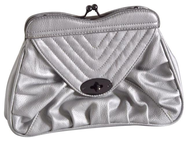 Item - Silver Faux Leather Clutch