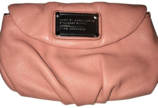 Preload https://img-static.tradesy.com/item/22799923/marc-by-marc-jacobs-indian-pink-leather-cross-body-bag-0-1-540-540.jpg