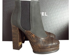 Chanel Cc Logo Leather Wooden Print Pull On Luxury Round Toe Round Black/Brown Boots