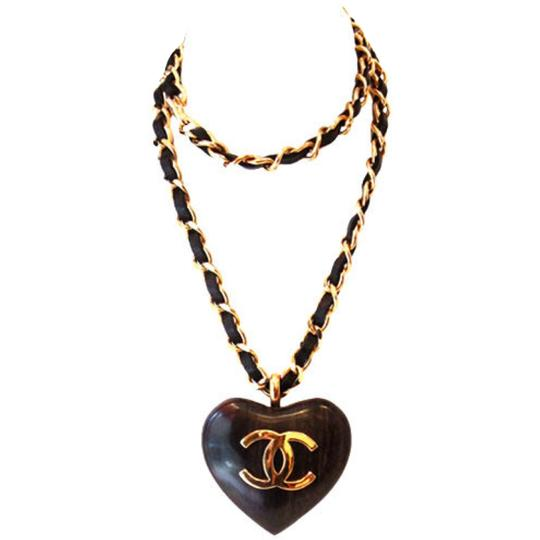 Preload https://img-static.tradesy.com/item/22800786/chanel-black-and-gold-vintage-heart-necklace-0-1-540-540.jpg