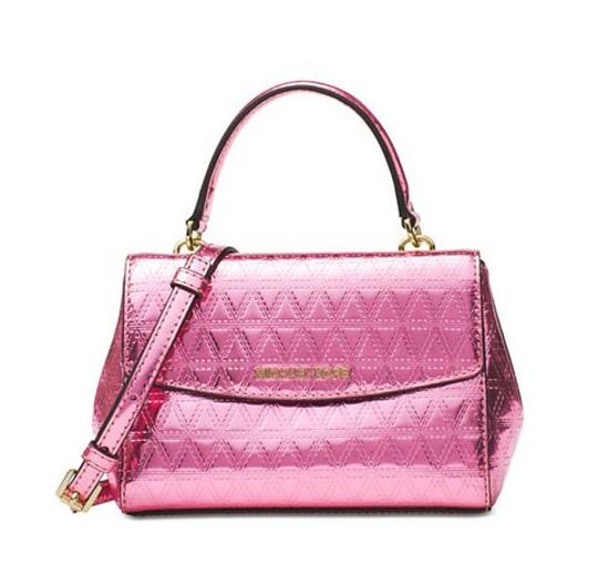 Preload https://img-static.tradesy.com/item/22801000/michael-kors-ava-quilted-pink-patent-leather-cross-body-bag-0-0-540-540.jpg