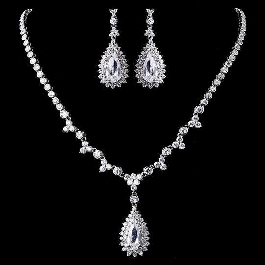 Preload https://item1.tradesy.com/images/elegance-by-carbonneau-silver-plated-clear-cz-necklace-earring-jewelry-set-22802800-0-1.jpg?width=440&height=440