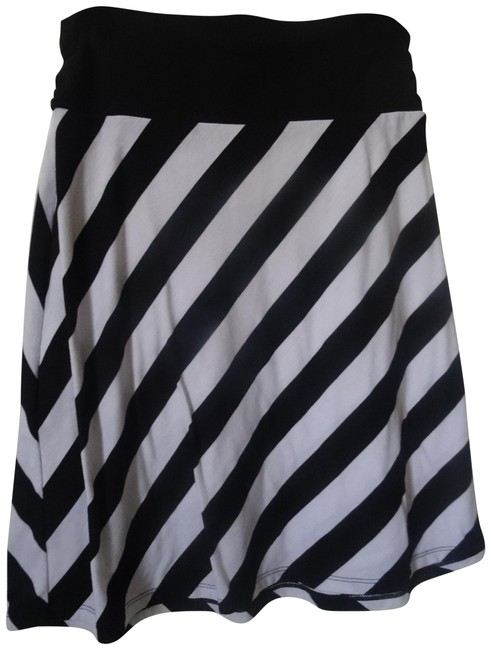 Preload https://item3.tradesy.com/images/faded-glory-black-and-white-knee-length-skirt-size-8-m-29-30-22803482-0-1.jpg?width=400&height=650