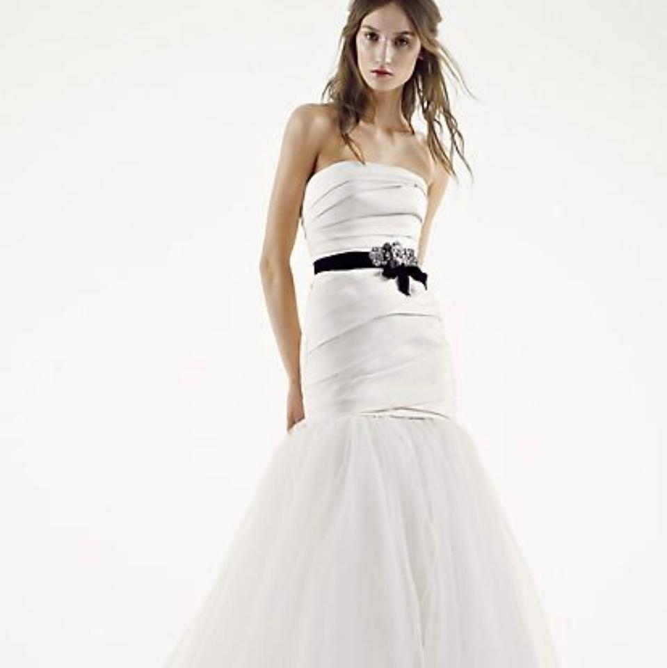 Vera Wang Ivory Tulle and Satin Fit Flare Plus Veil & Belt Modern Wedding  Dress Size 8 (M)