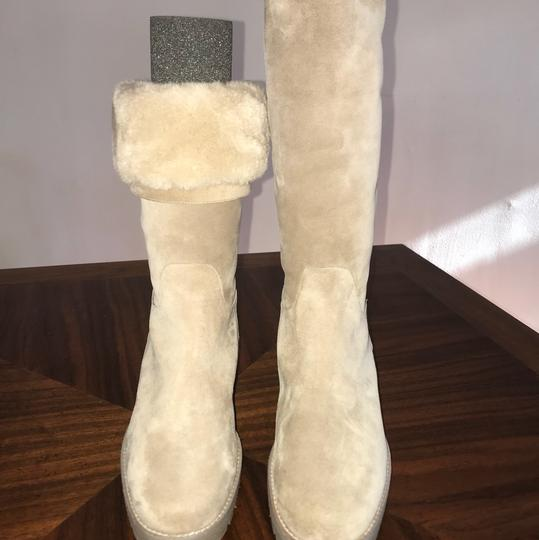 Preload https://img-static.tradesy.com/item/22807025/loro-piana-beige-bootsbooties-size-us-9-regular-m-b-0-0-540-540.jpg