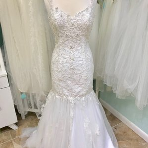 DaVinci Bridal Ivory Lace and Tulle 50330 Vintage Wedding Dress Size 8 (M)