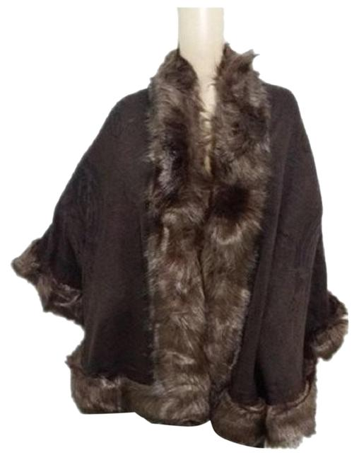 Preload https://img-static.tradesy.com/item/22808676/brown-fur-trimmed-wrap-shawl-ponchocape-size-os-one-size-0-2-650-650.jpg