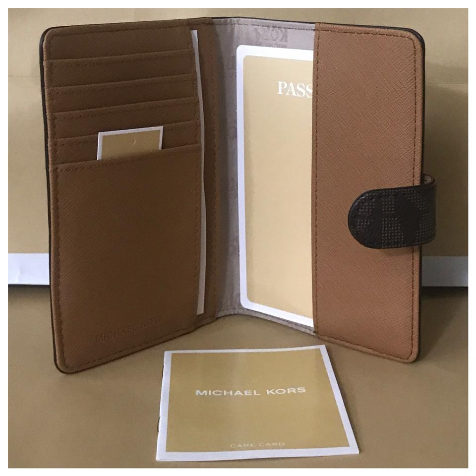 0ad8d6178189 Michael Kors nwt mk Jet Set Travel Passport Holder Image 8. 123456789