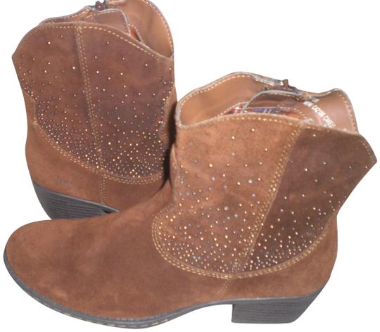 Preload https://img-static.tradesy.com/item/22810201/boc-boc-born-concepts-ambrosia-brown-suede-leather-western-zip-ankle-bootsbooties-size-us-8-regular-0-1-540-540.jpg