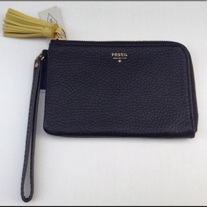 Fossil Zip Around Tara Leather Wristlet in Black
