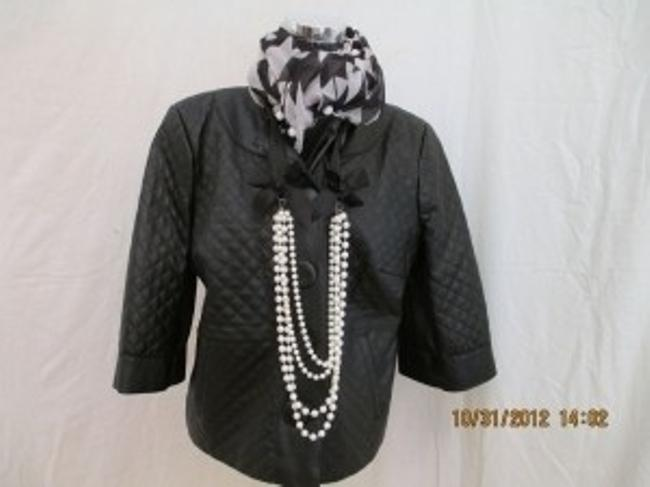 Preload https://img-static.tradesy.com/item/22813/terry-lewis-classic-luxuries-black-chanel-leather-jacket-size-8-m-0-0-650-650.jpg