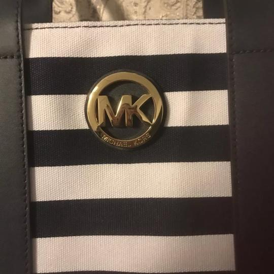 Michael Kors Tote in Navy Blue/White Image 2