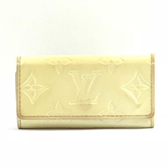 Preload https://img-static.tradesy.com/item/22813816/louis-vuitton-4-ring-key-holder-wallet-0-0-540-540.jpg