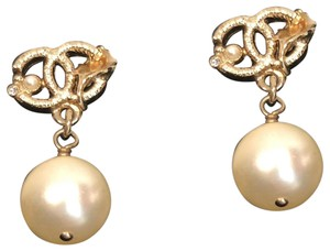Chanel Golden leaf with faux Pearl Dangling earrings