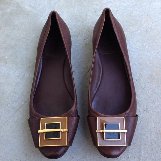 Preload https://img-static.tradesy.com/item/22814115/tory-burch-brown-ballet-enamel-buckle-flats-size-us-7-regular-m-b-0-0-540-540.jpg