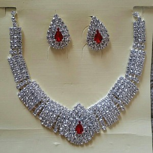 Fashion Jewelry For Everyone Silver & Clear White Plated Austrian Crystal Stone Party Necklace