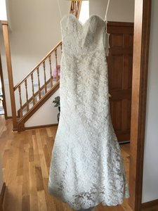 Alvina Valenta Ivory Lace Av9553 Couture Collection Formal Wedding Dress Size 4 (S)