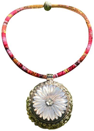 Preload https://img-static.tradesy.com/item/22821775/silver-and-multi-indian-sterling-mother-of-pearl-necklace-0-2-540-540.jpg