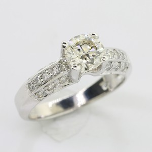 White Gold 1.02 Cts Round Cut Set In 14k Engagement Ring